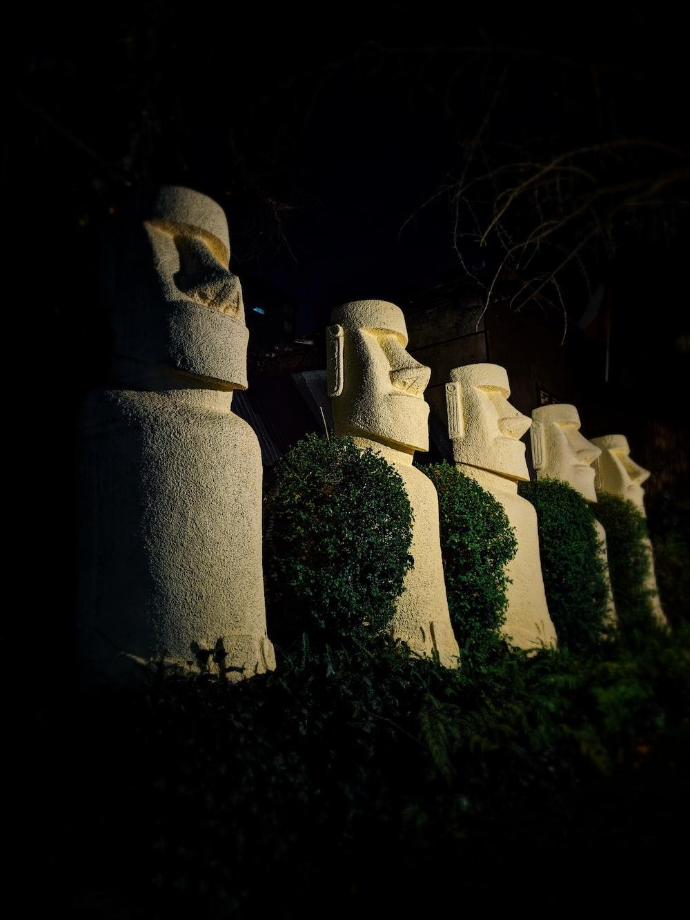 totem statues