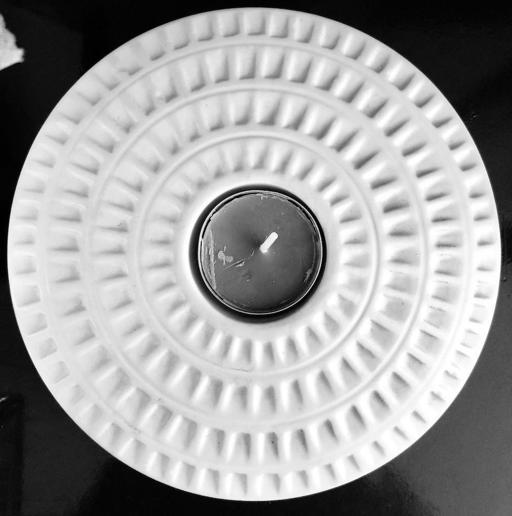 round white and gray board