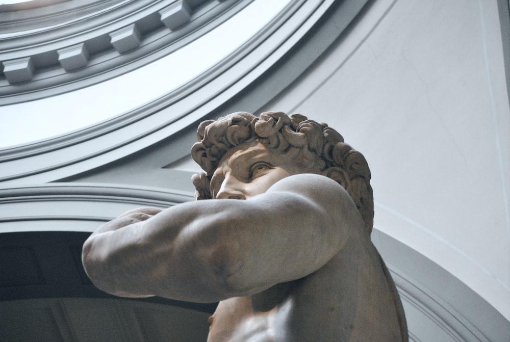 gray concrete man statue close-up photography