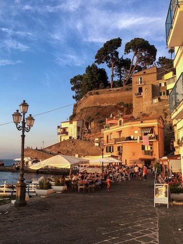 Beachside cafes in Sorrento