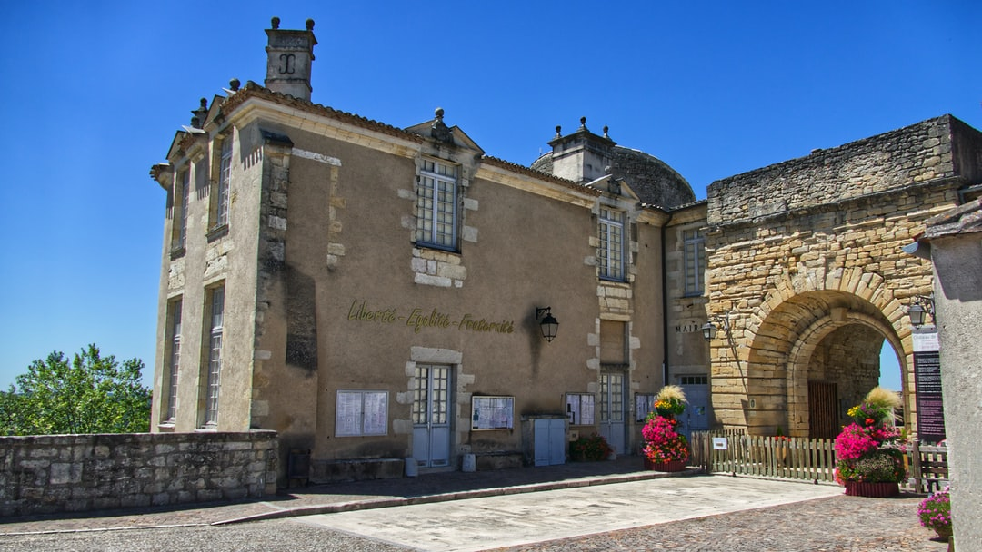 La mairie a élu domicile à l'entrée du château