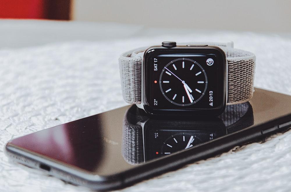 Apple Watch displaying 7:41 time