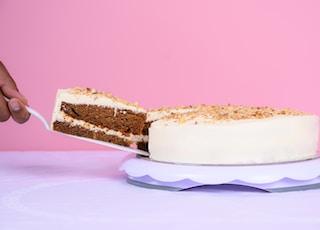 white icing coated cake