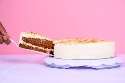 white icing coated cake cake zoom background