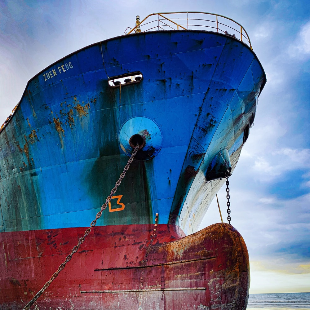blue and red Zhen Feng ship during daytime