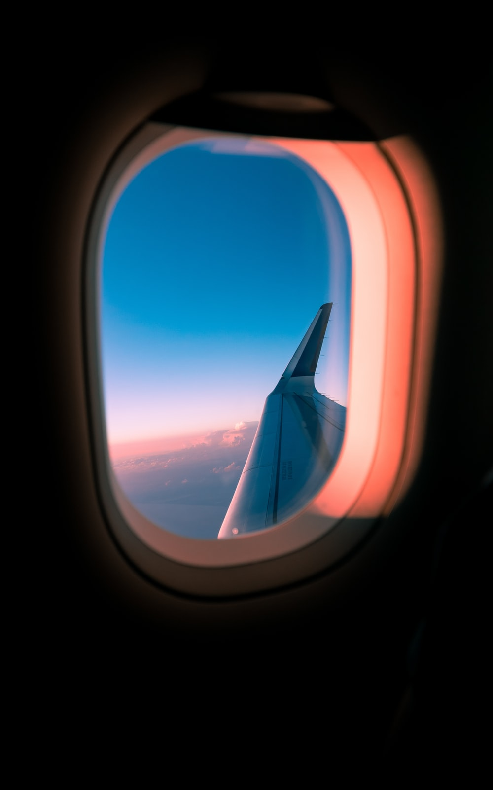 closeup photo of airplane wing