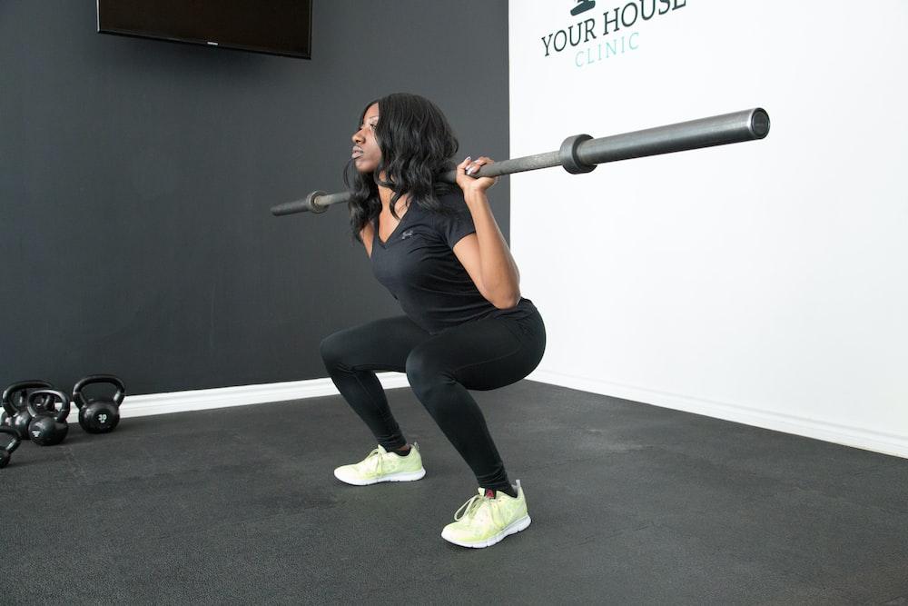 woman lifting barbel rod
