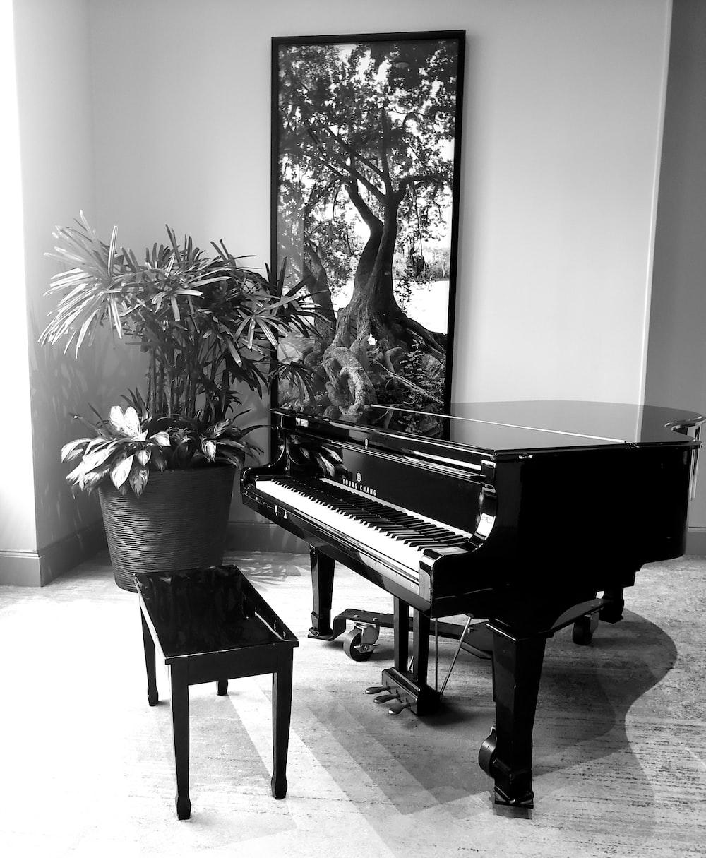 brown grand piano