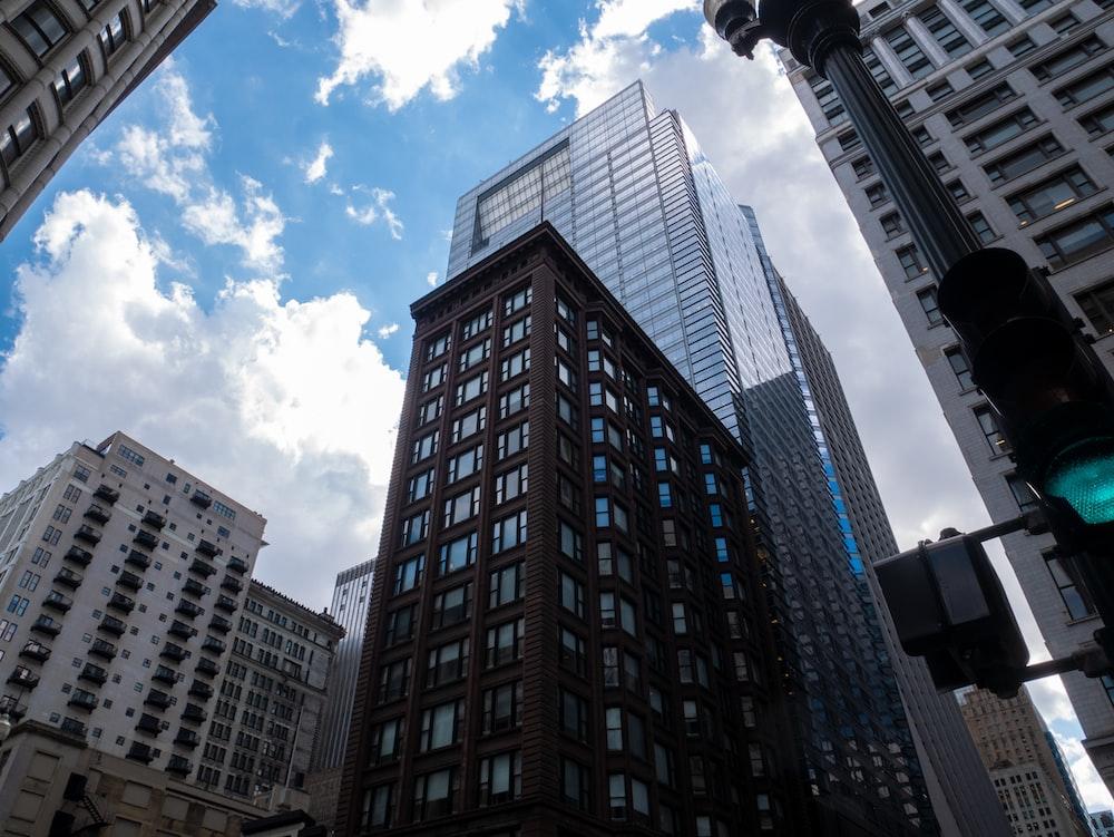 建物のローアングル写真
