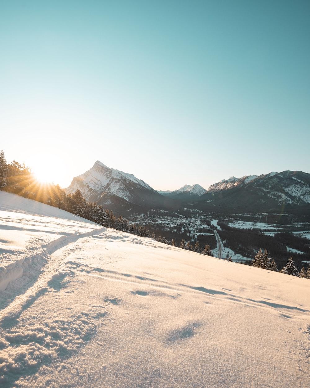 white mountain during daytime