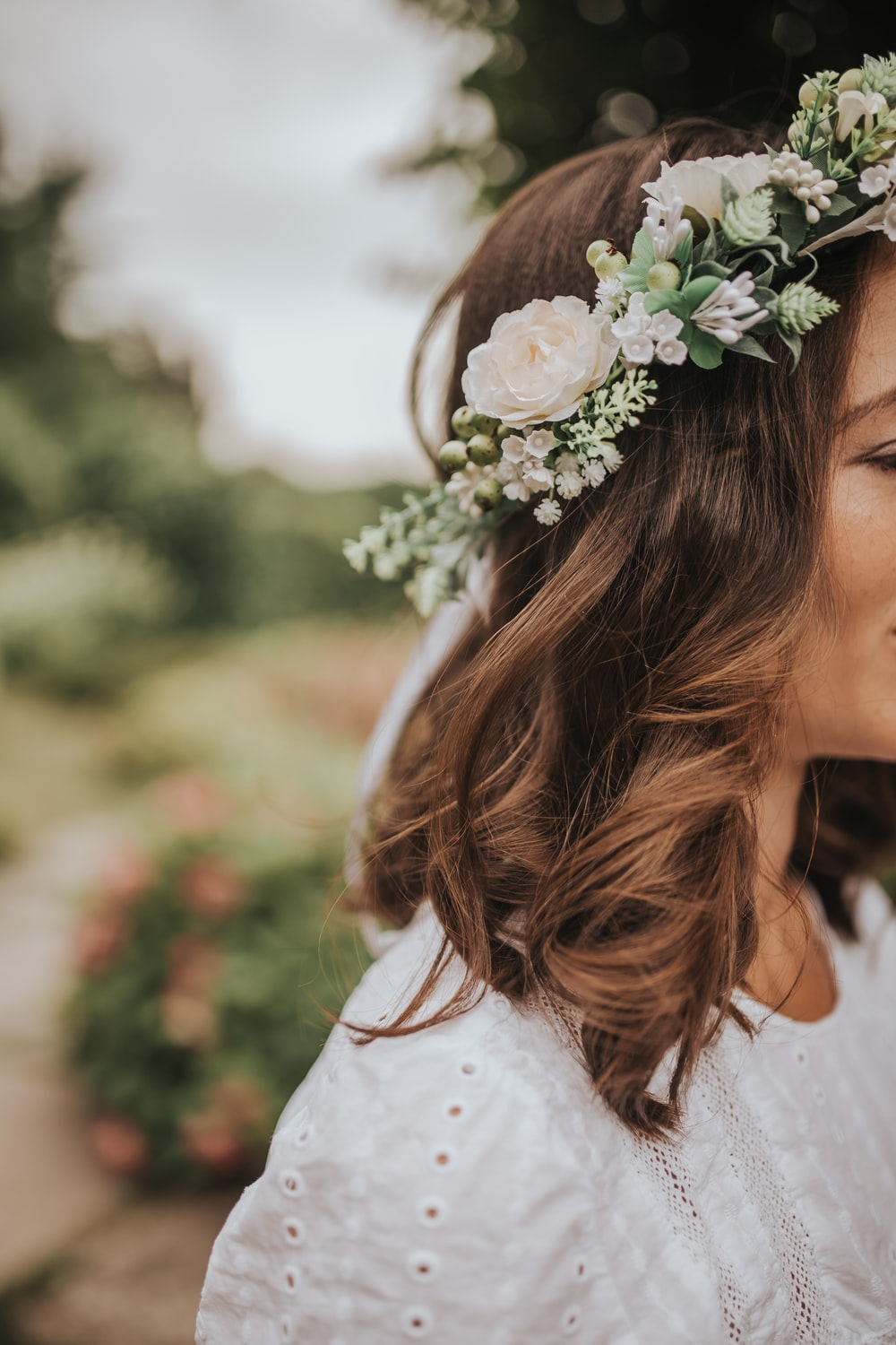 woman with white flowers headband
