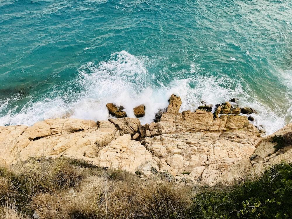 ocean wave crashing on rocks