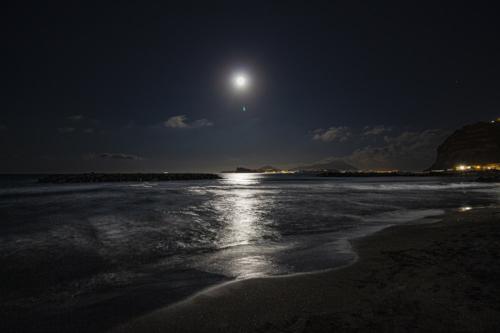Sea By Night Pictures Download Free Images On Unsplash