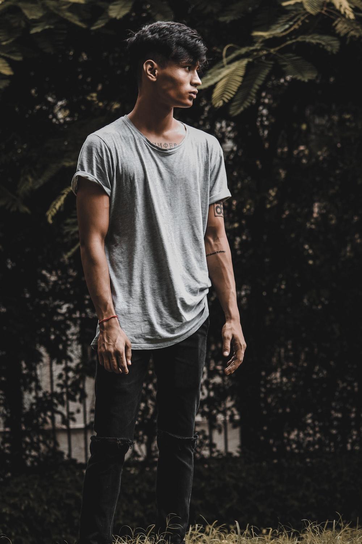 man wearing gray crew-neck tee shirt