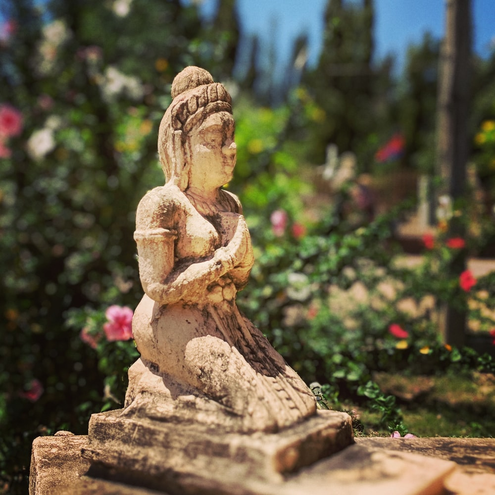 buddha statuettte