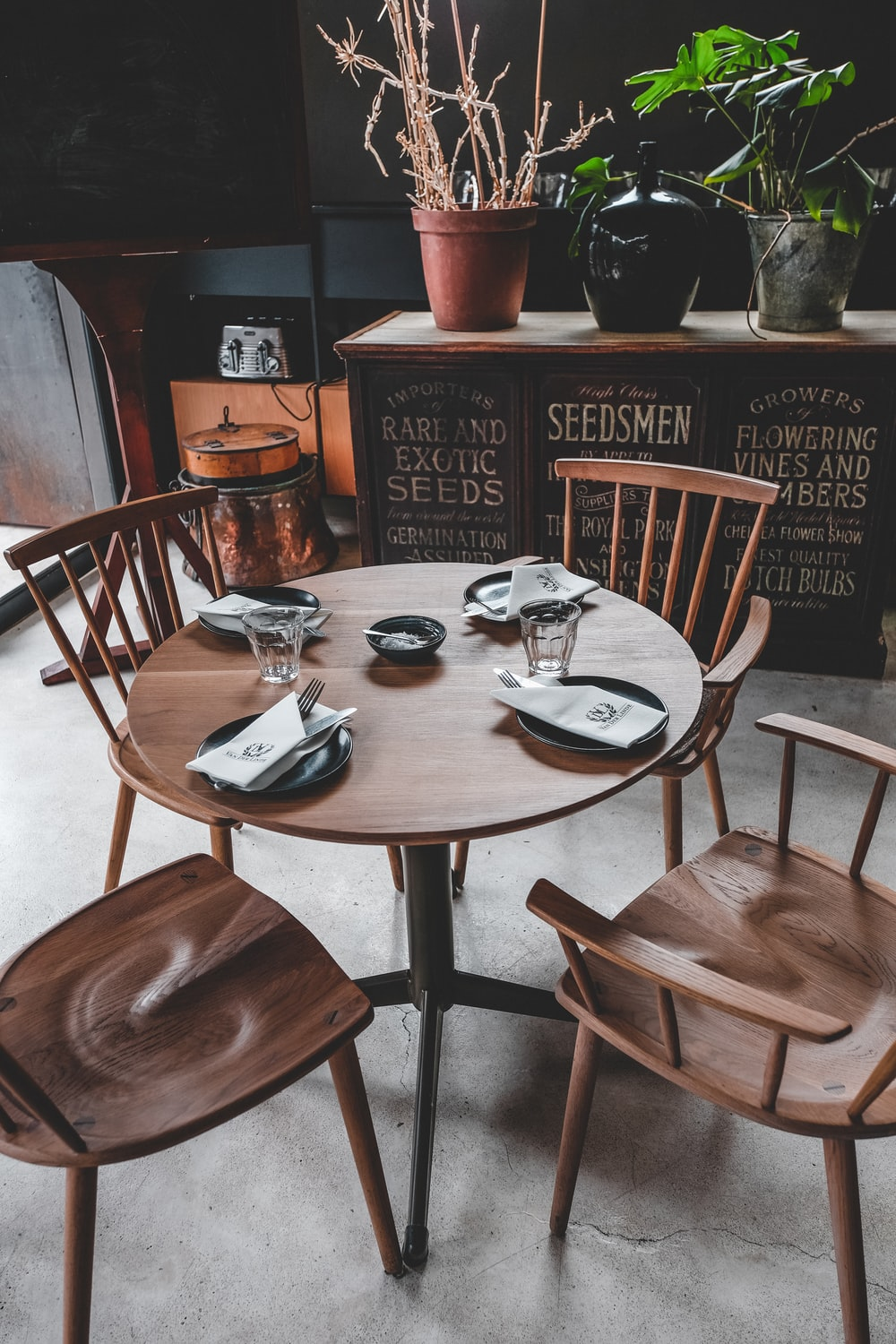 brown wooden 5-piece table