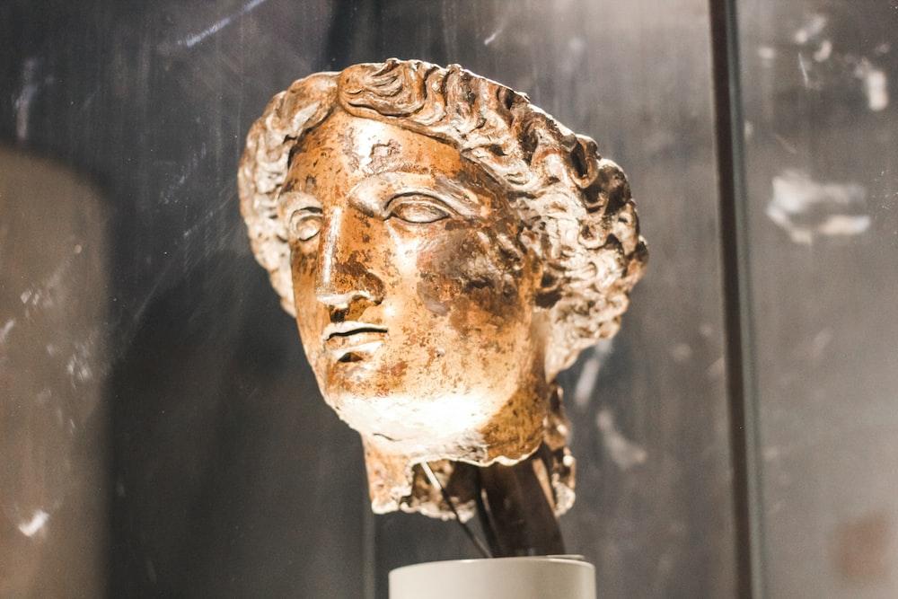 statue face decor