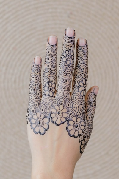 mendhi tattoo on woman's hand