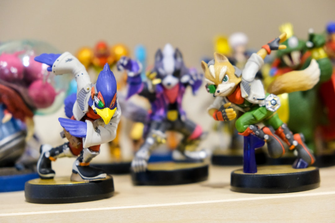 Nintendo amiibo toys of characters of Star Fox characters Star Fox, Star Wolf, and Falco.