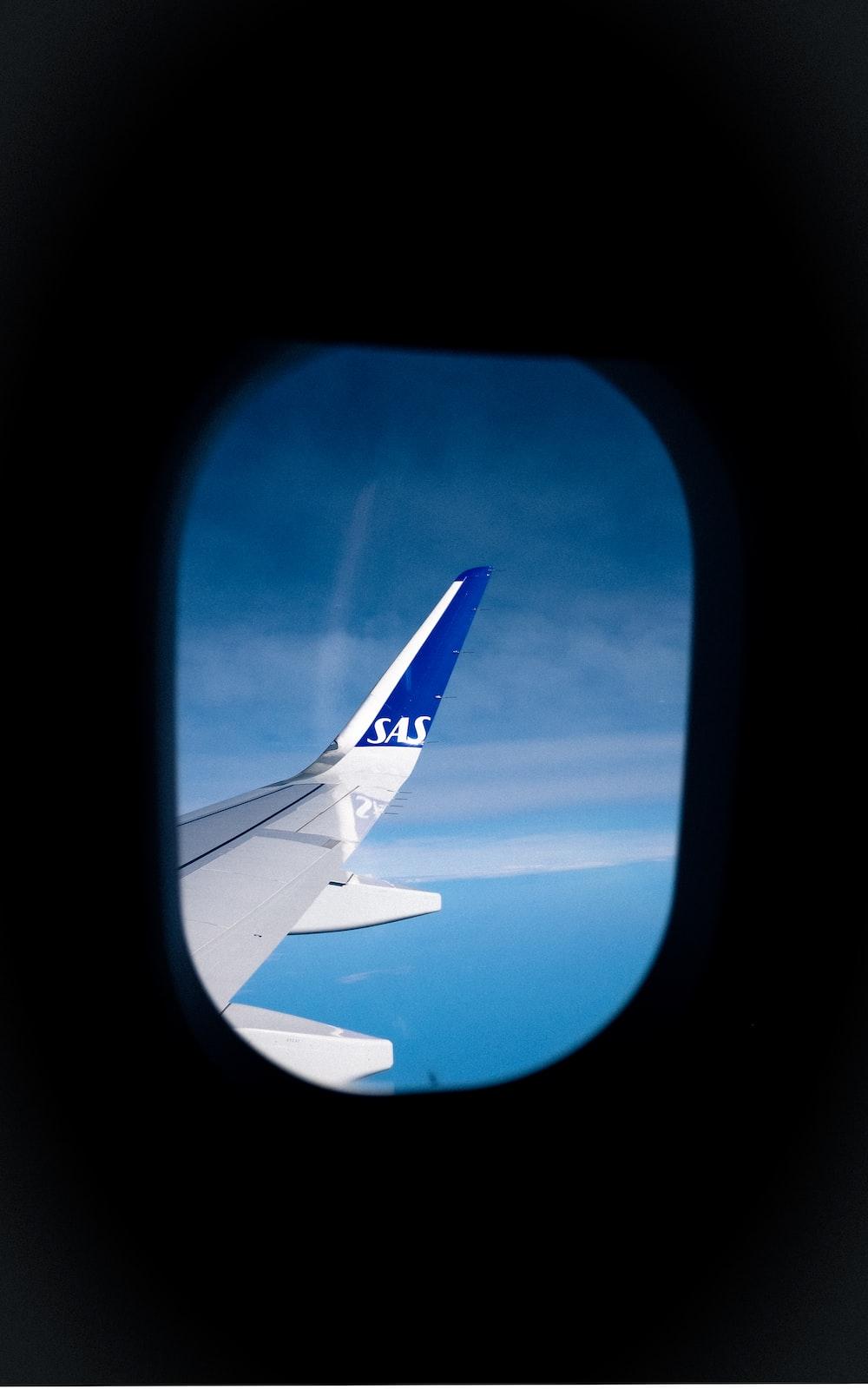 white airliner