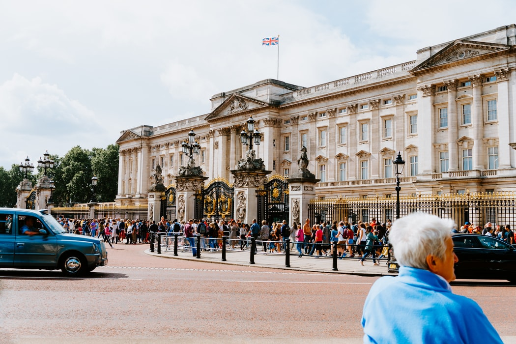 Take lots of pictures at the residence of the Queen Elizabeth II. Source: Unsplash