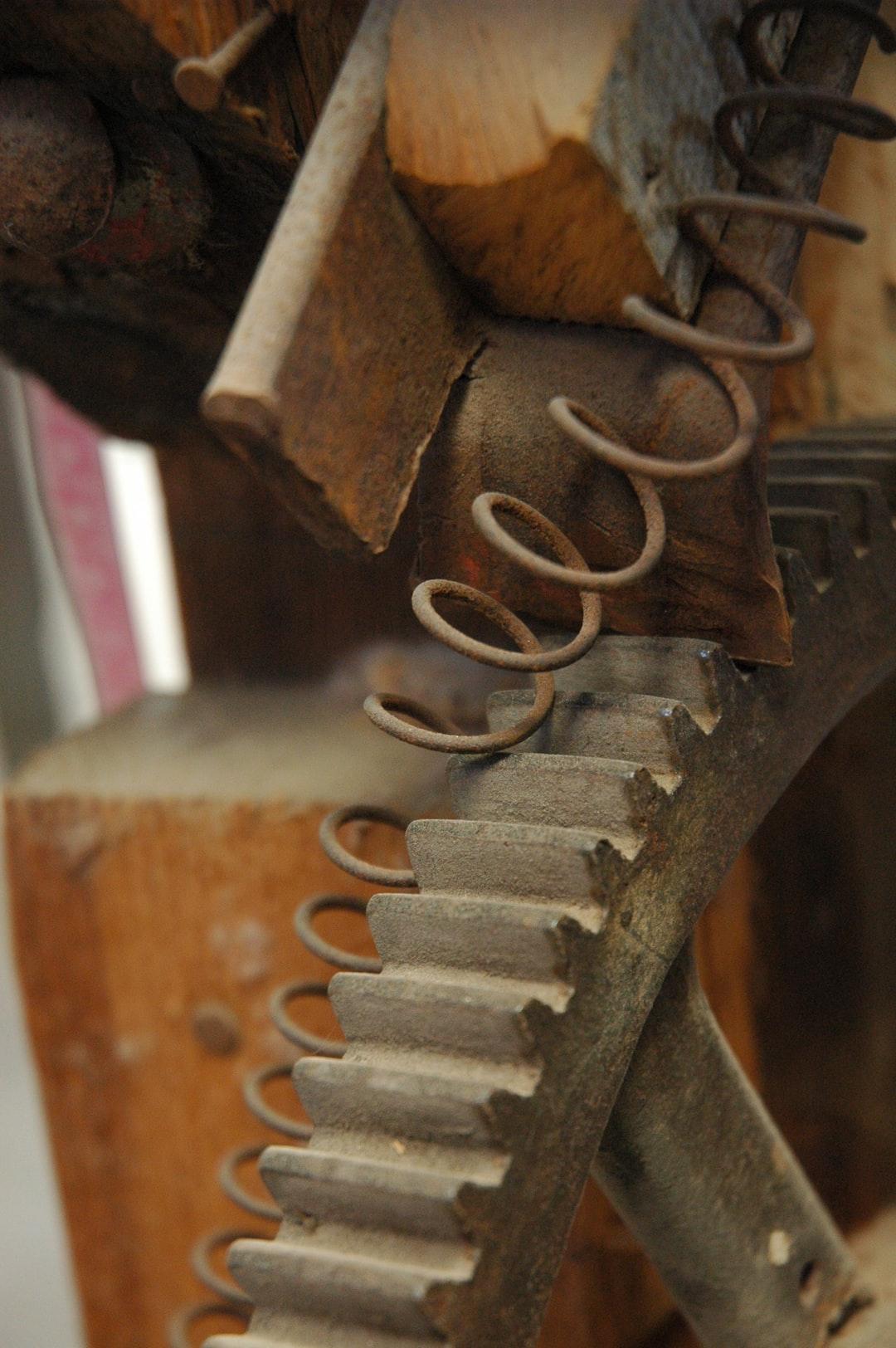 Spring, cog, metal, nail, wood, boards, governor, Artesania Cuauhtemoc, Weaver, Barrio Manglito, 23060 La Paz, B.C.S., Mexico
