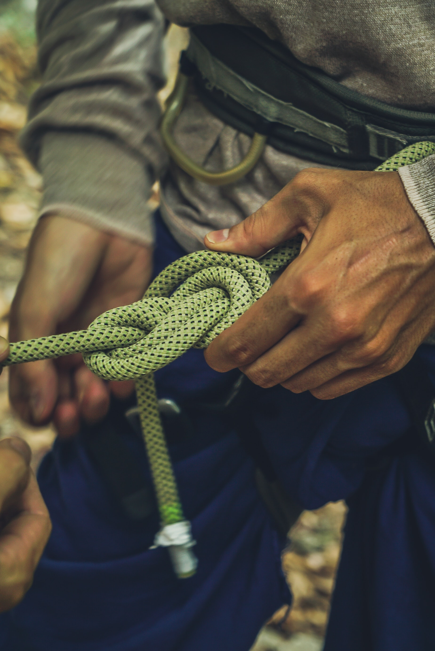 securing with a knot the climbing rope!