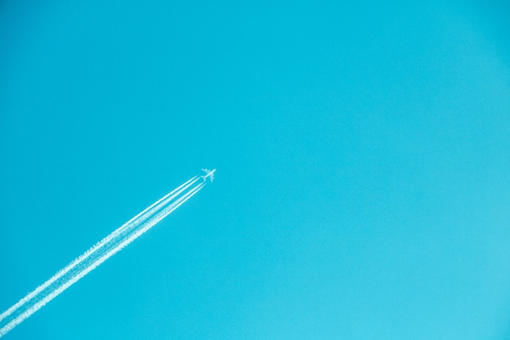airplane on mid air under clear sky