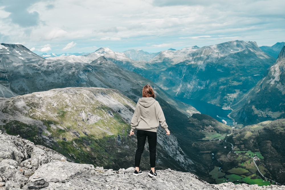 woman looking at mountain r