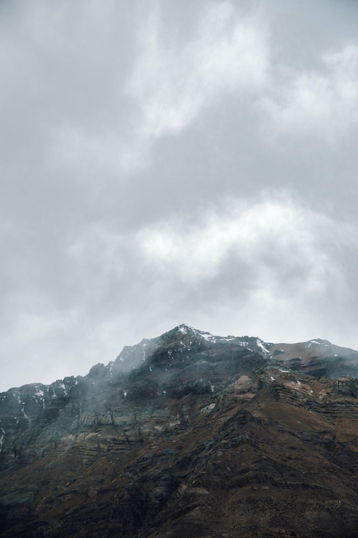 gray foggy mountain