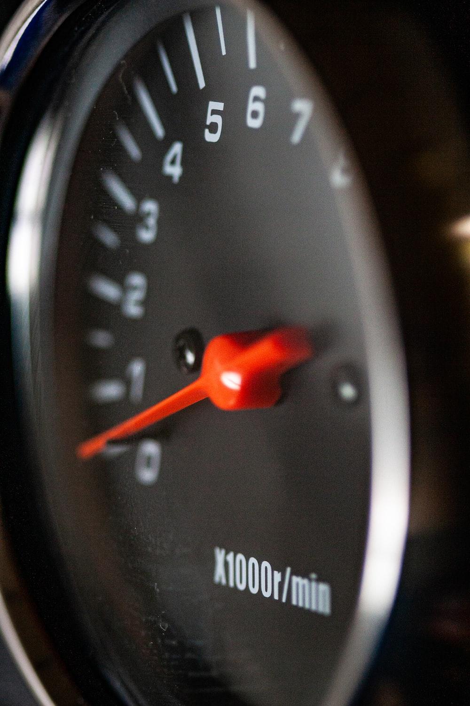 closeup photo of gauge