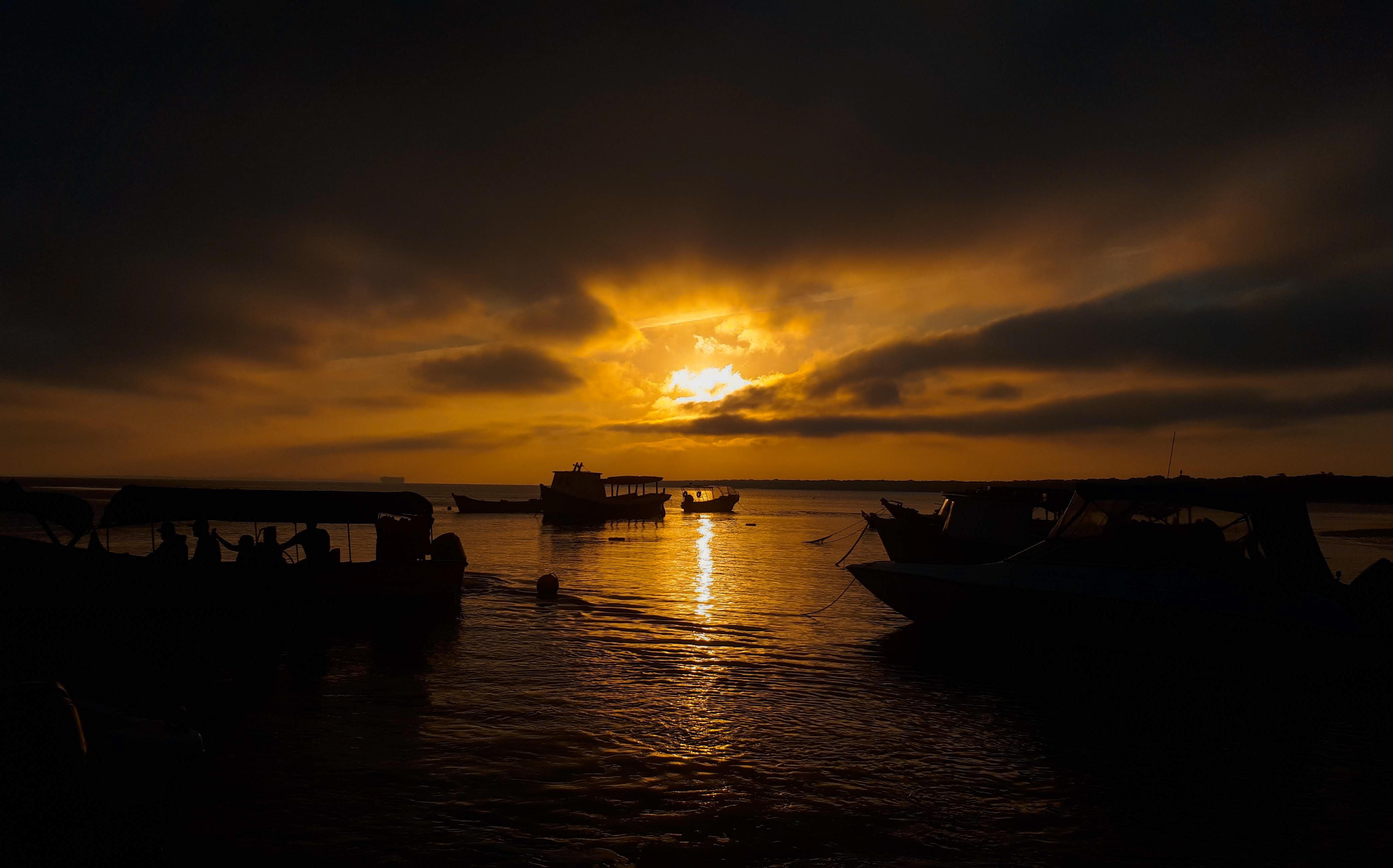 sunset in ilha do mel
