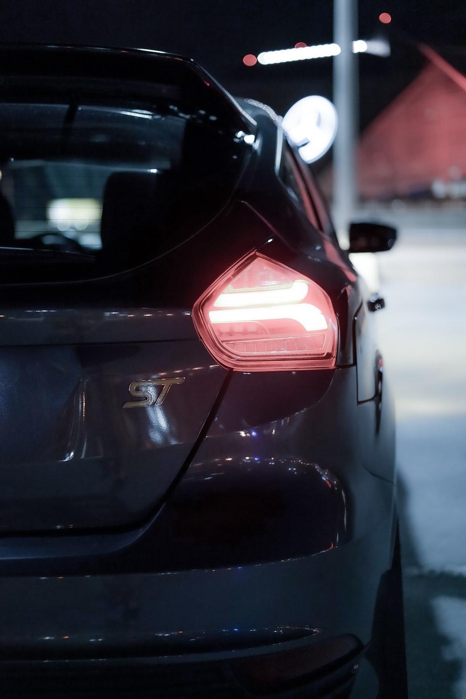 closeup photo of SUV tailigjht