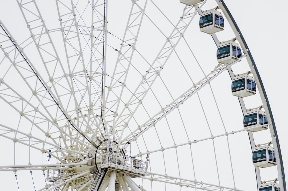 white and blue ferris wheel close-up photography