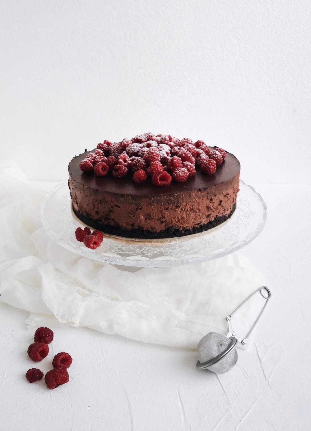 round baked cake close-up photography