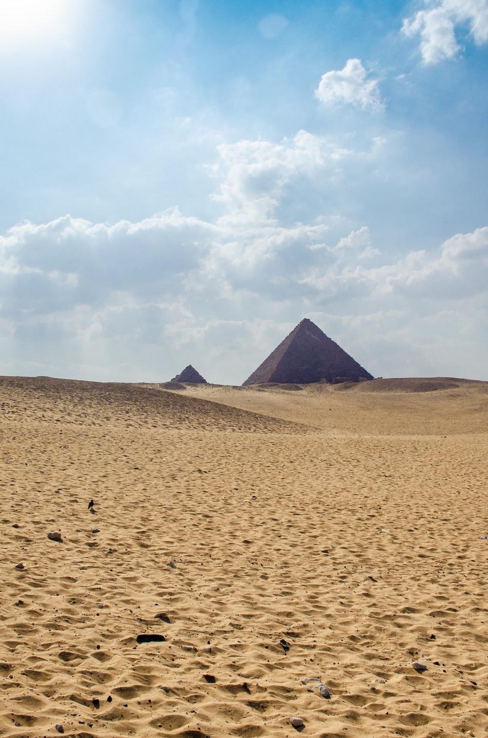 Pyramid of Giza, Egyot