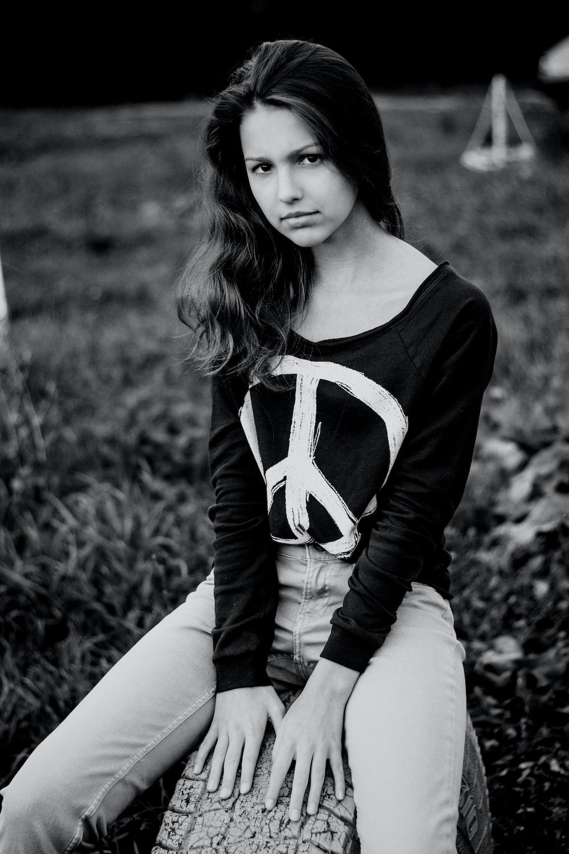 women's black and white scoop-neck long-sleeved s
