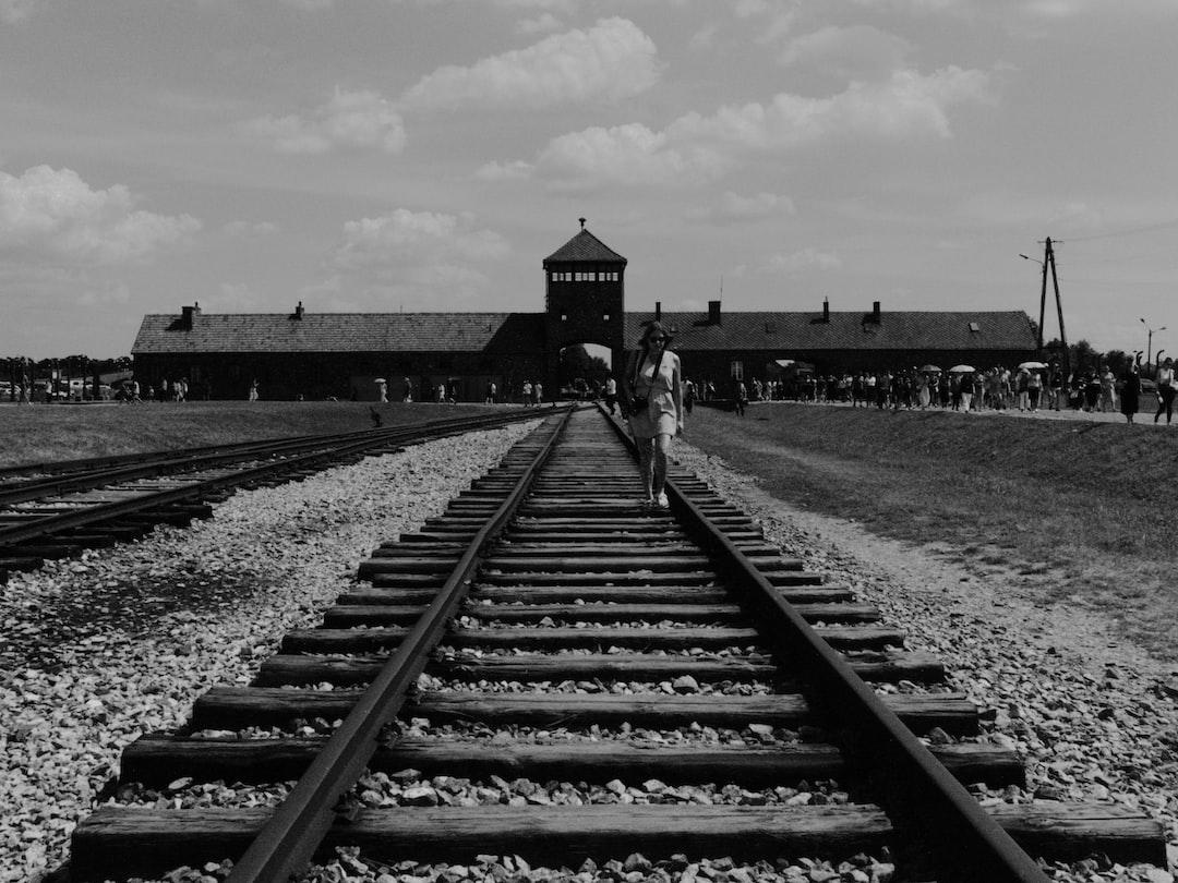 Walking on the railway, Auschwitz