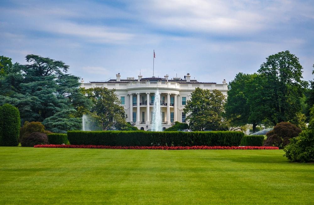 White house during daytime