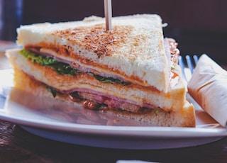 sliced bread on plate