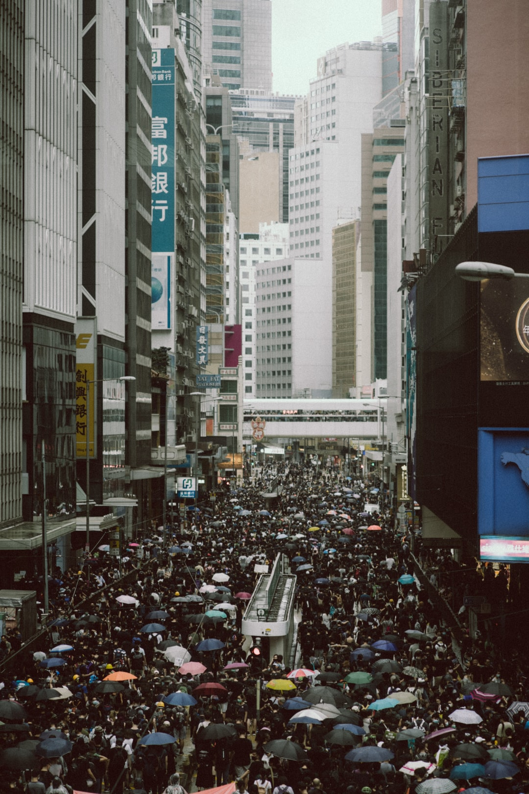 Tensions rise in Hong Kong after the government ban a protest and deny the protesters everything, forcing them to fight to the bitter end, convinced they have nothing to lose, 31/08/2019