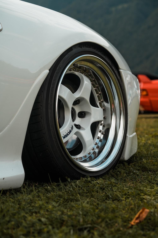 white vehicle wheel