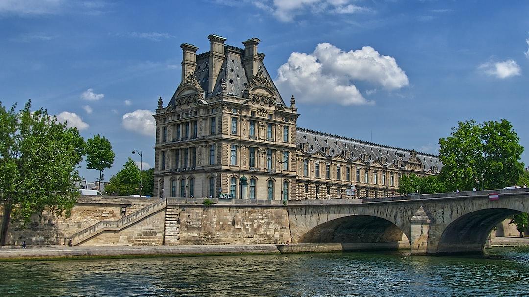 L'angle de l'école du Louvre.