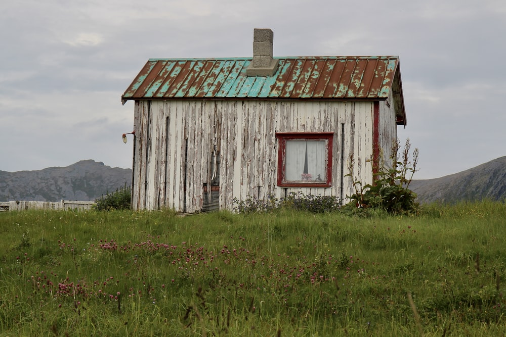 grey and brown house