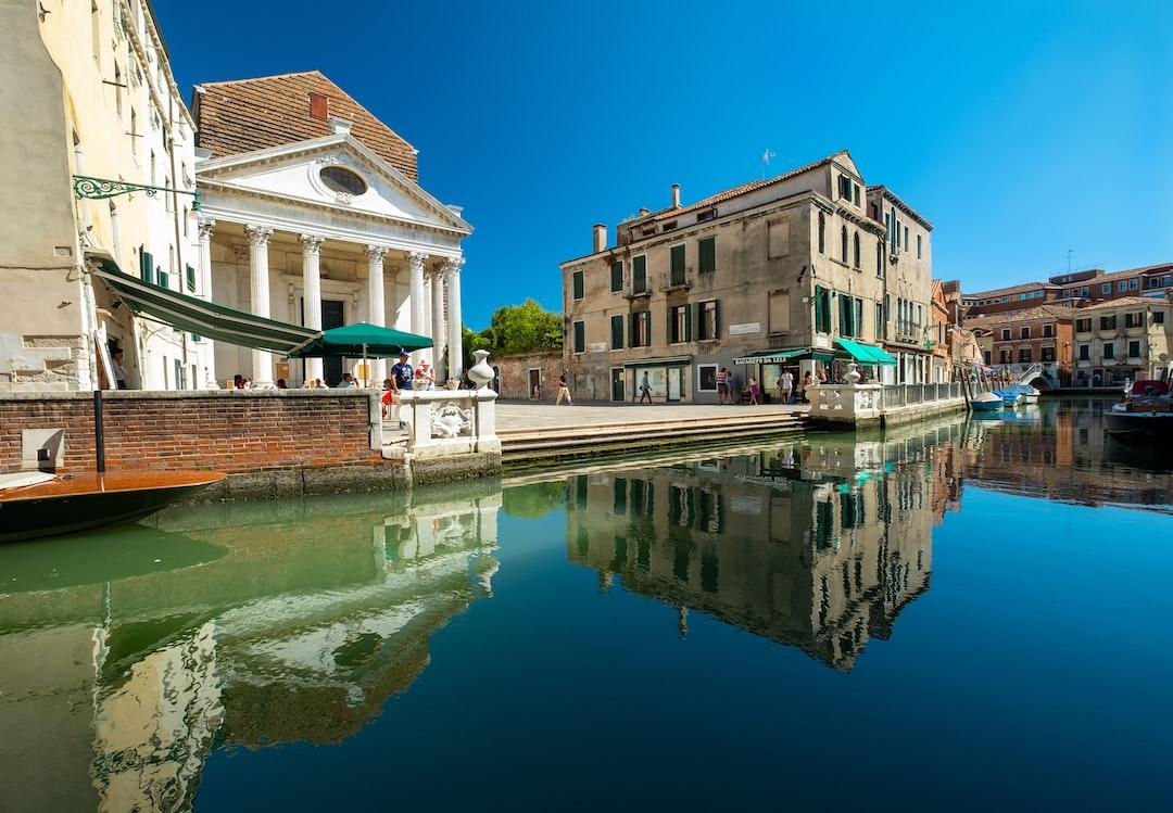 Bacareto (venetian bar) da Lele. Place some characteristic venetian reflections