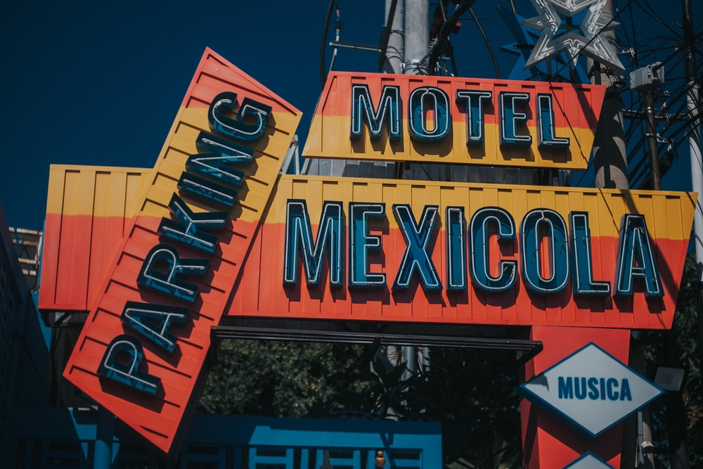 Motel Mexicola Parking signage