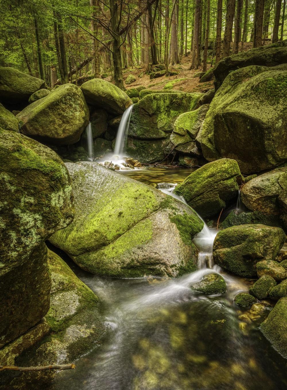 body of water flowing on rocks