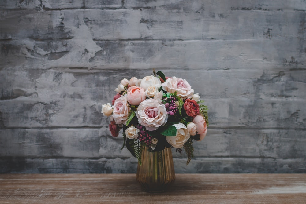 white-petaled bouquet