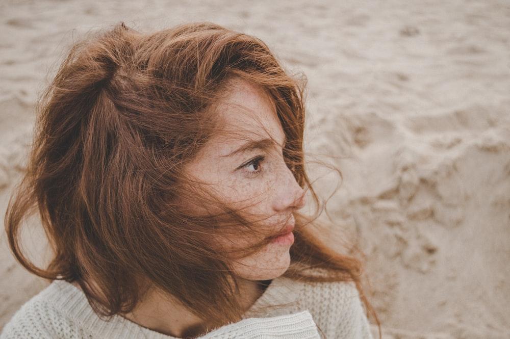 woman wearing white tops