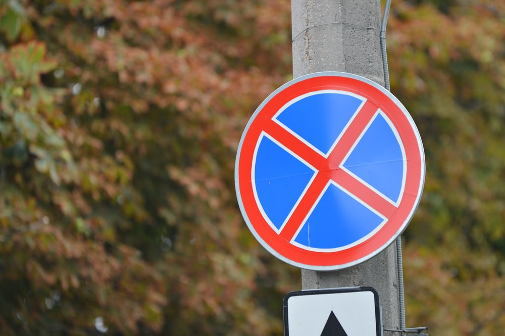round red and blue street signage at daytime